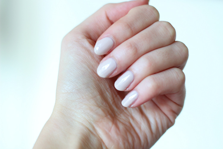 Almond Shaped Nails: Yay or Nay? - Loepsie