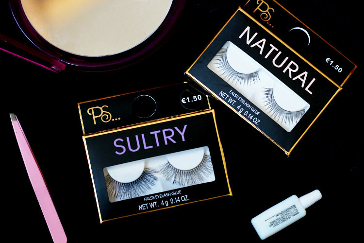 24ba9d36133 All sets of PS… false eyelashes come with one pair of eyelashes, a little  container of eyelash glue and a manual in several languages.