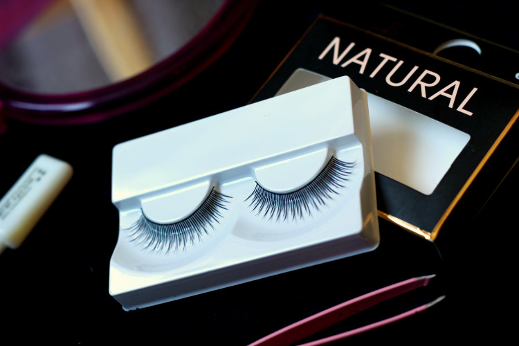 8d472b30b69 At the very last second I grabbed two pairs of PS… false eyelashes, in the  styles 'natural' and 'sultry'. And I have to say, I'm very, very surprised  by the ...