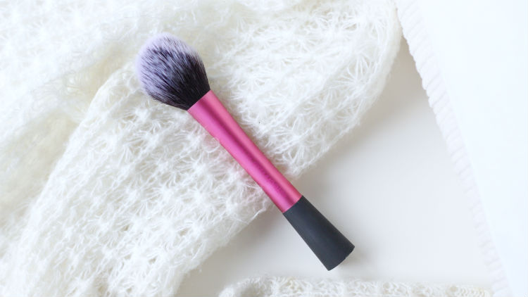 This gorgeous pink-handled tapered number has become a cult classic, and rightfully so. The Real Techniques Blush Brush is a super soft, fluffy brush of the ...