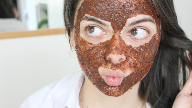 Try Coffee Powder in your daily beauty routine